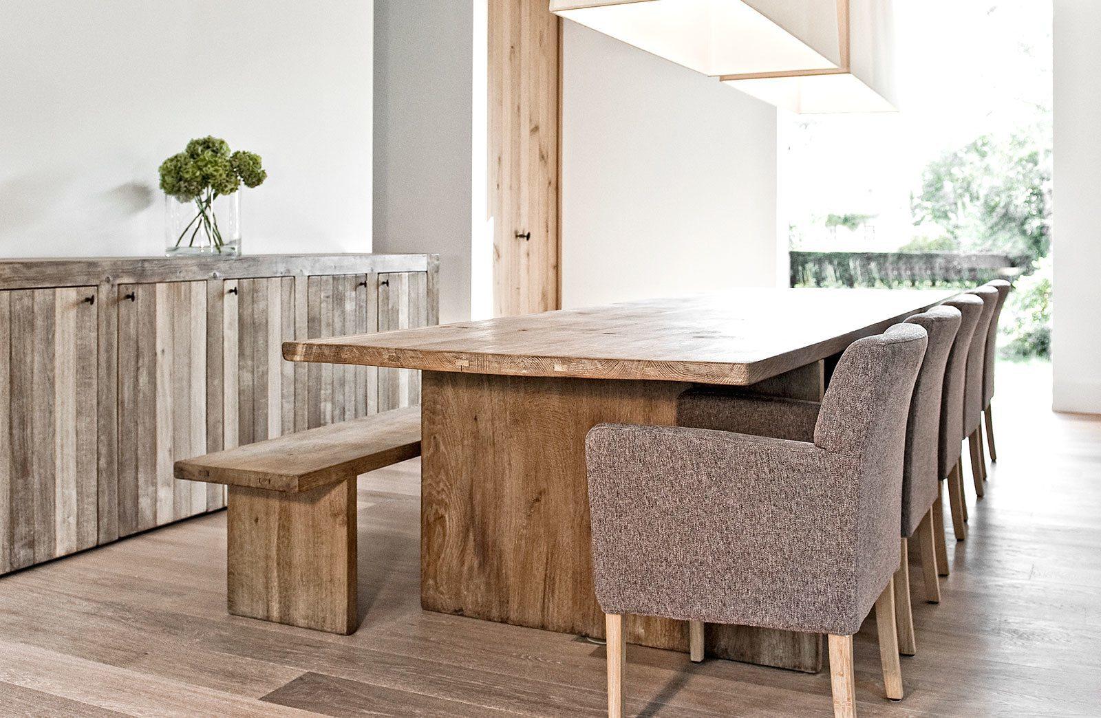 massieve houten tafel