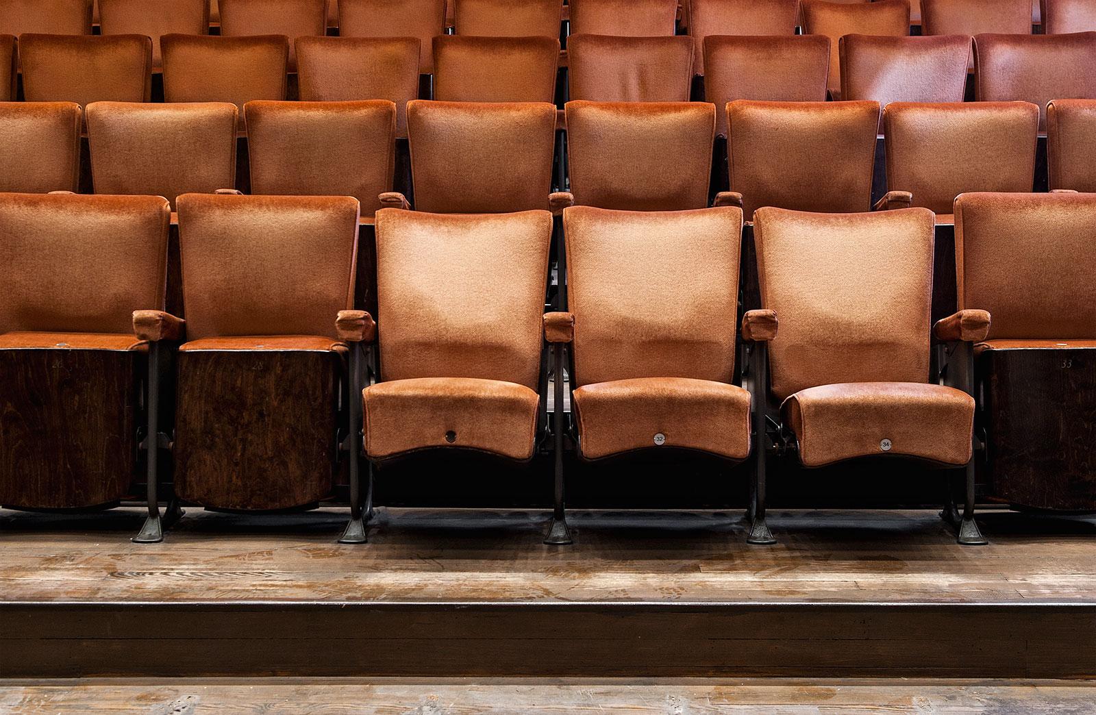 authentieke theaterstoelen