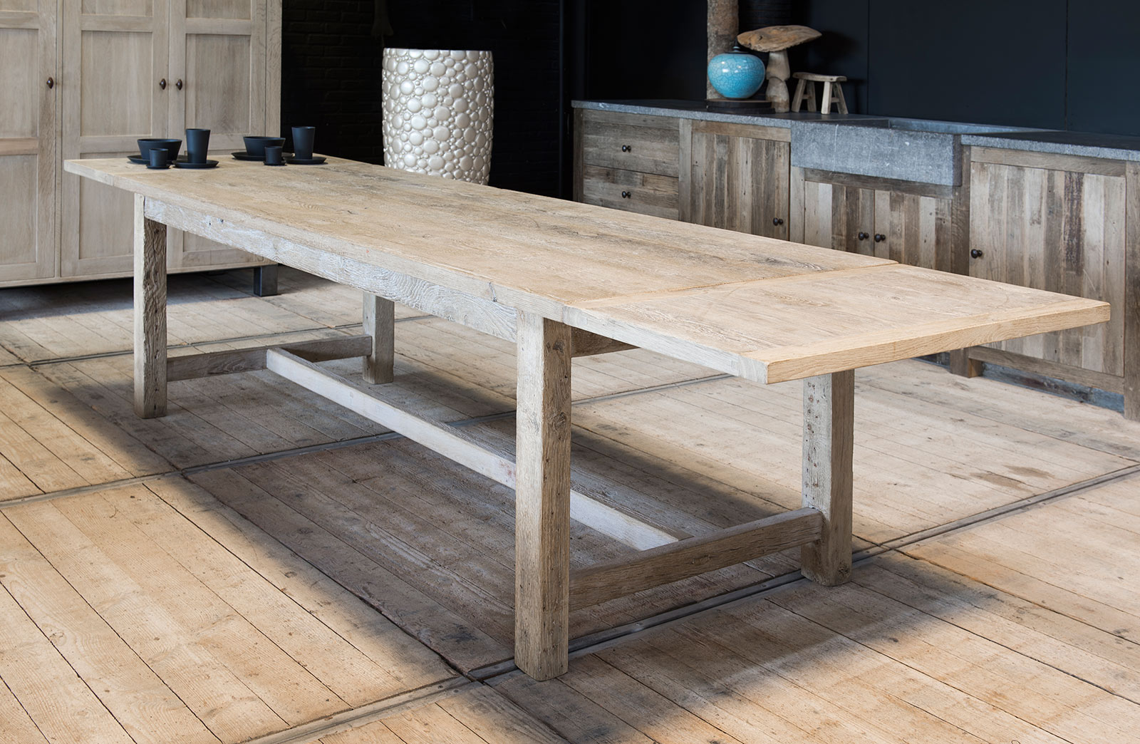 Solid wooden table made to measure woontheater for Table a manger sur mesure