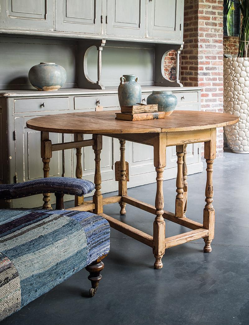 oude-houten-tafel-rond