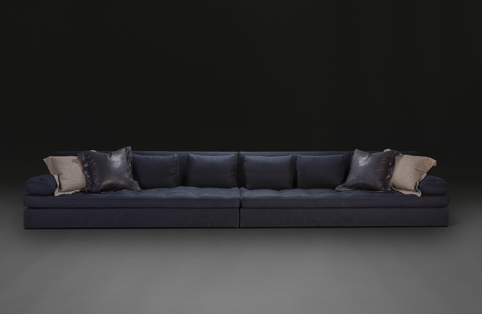 extra large sofa by verellen woontheater. Black Bedroom Furniture Sets. Home Design Ideas