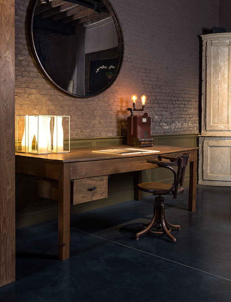 Ronde spiegel extra large en oude houten bureaustoel for Spiegel extra