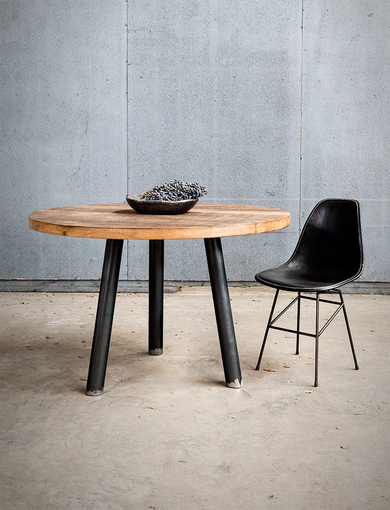 Ronde houten tafel op driepoot