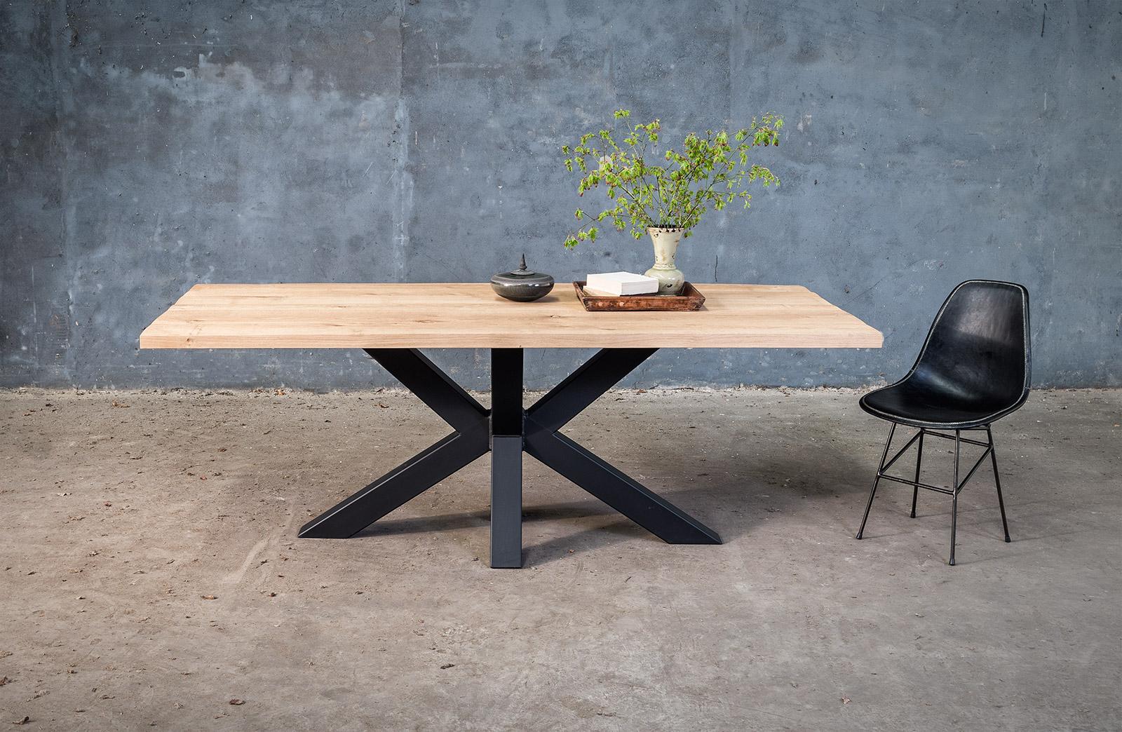Massief eiken tafel op maat met design onderstel woontheater for Tafel op maat
