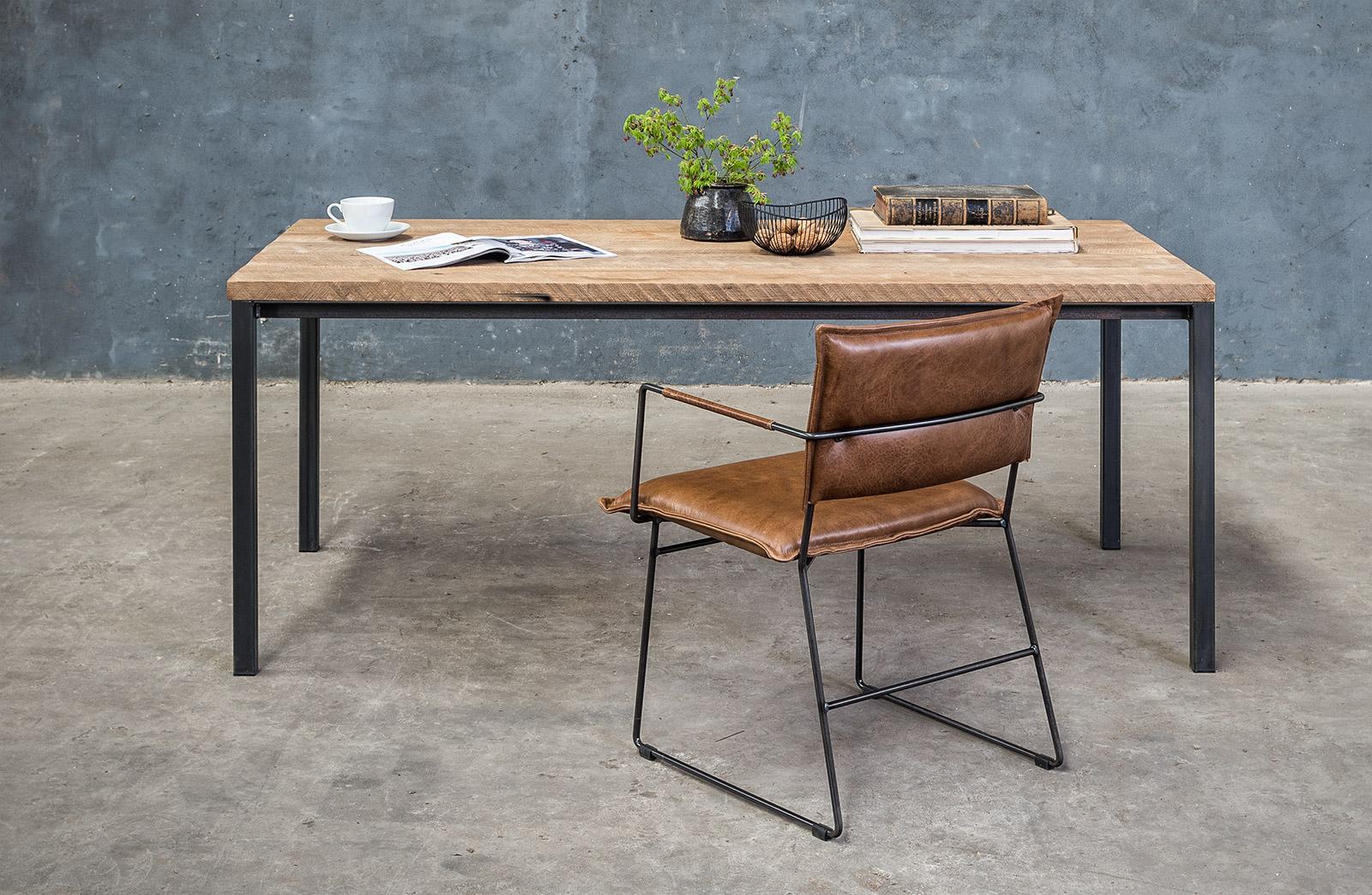 Massief Houten Tafel : Massief houten tafel op maat met metalen onderstel woontheater