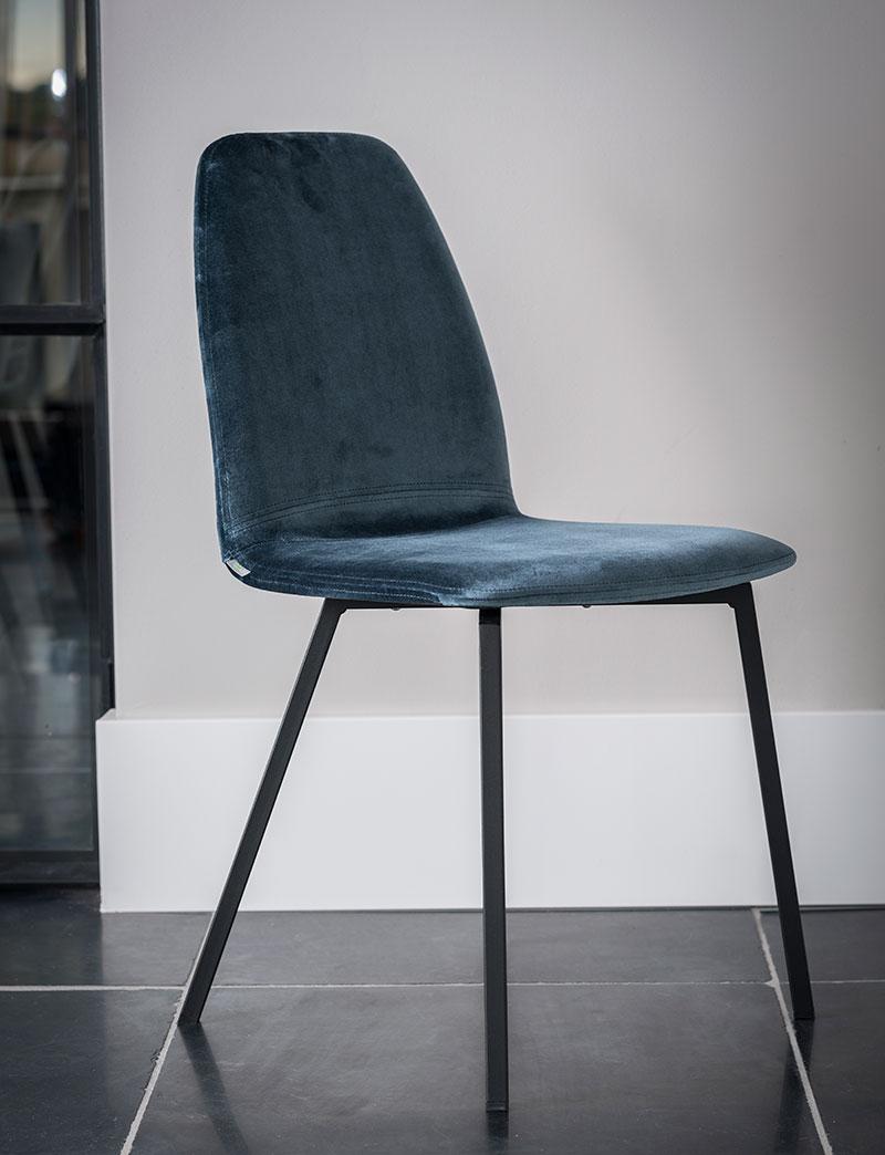 strakke velvet stoel