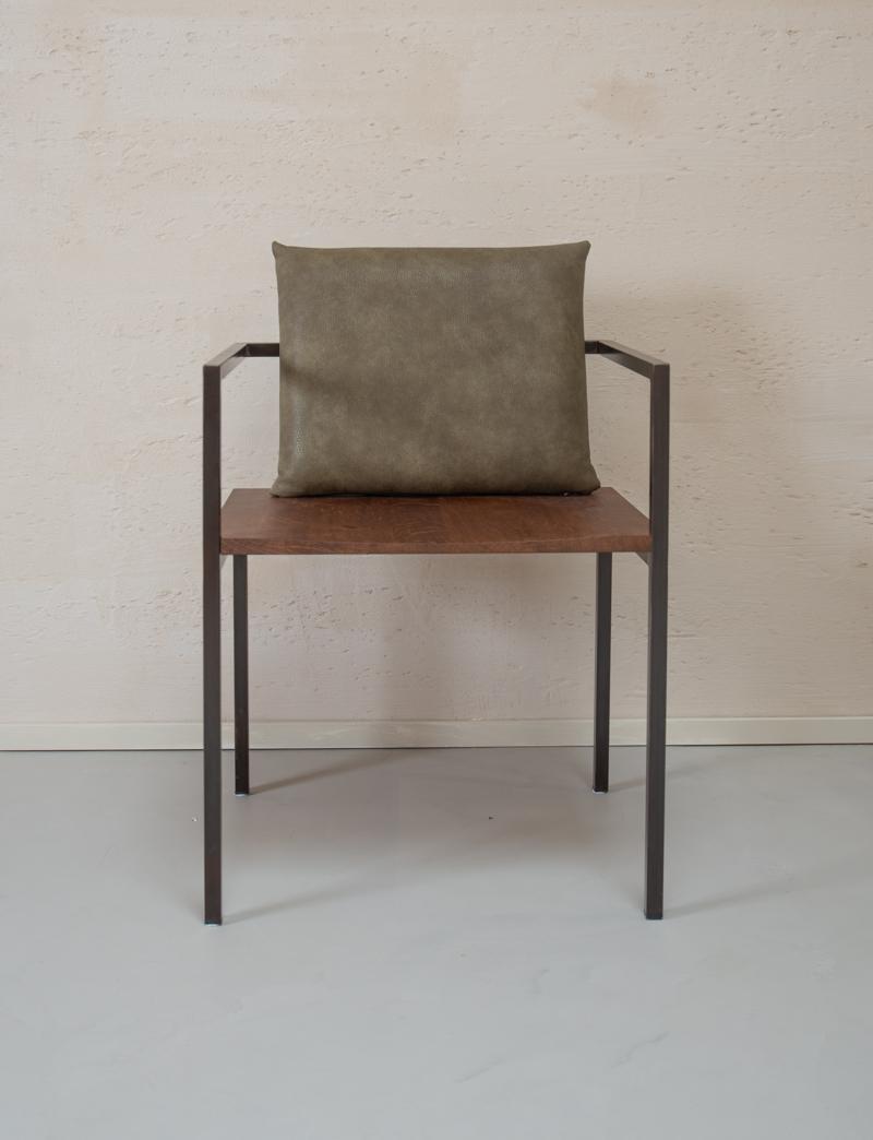 Design-stoel-hout-met-metaal