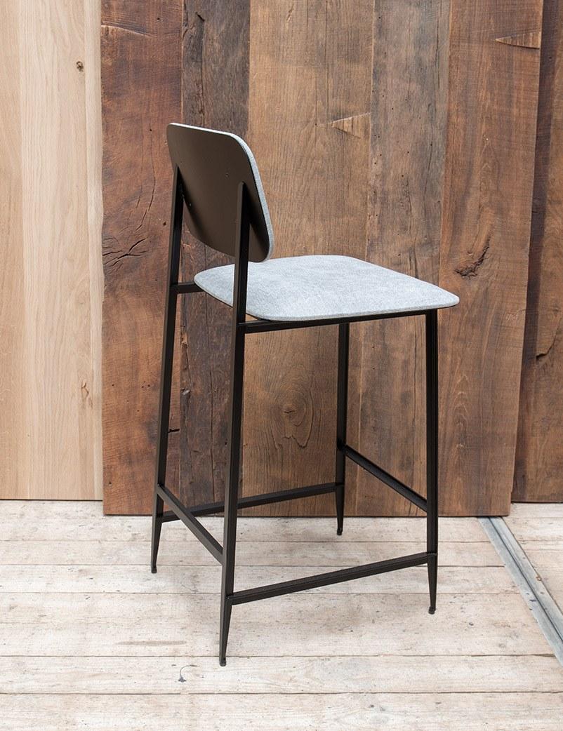 Fijne-zwart-metalen-barstoel-back